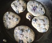 Blueberry pancakes cokking